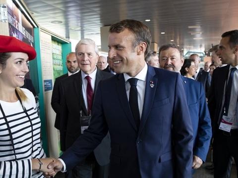 Cinq infos dans le rétro: Visite surprise au G7, libération de Paris et agression transphobe