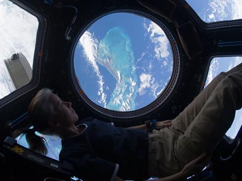 Comment gérer le confinement au quotidien? Les conseils d'astronautes et de navigateurs