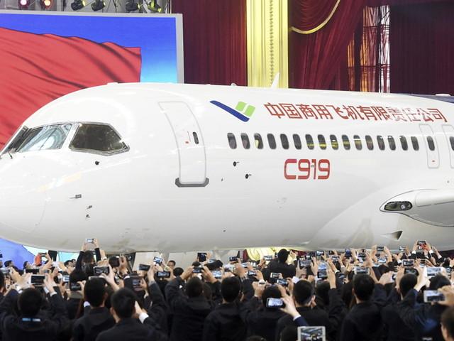 Airbus doit-il avoir peur après le décollage réussi du C919, le premier avion de ligne chinois?