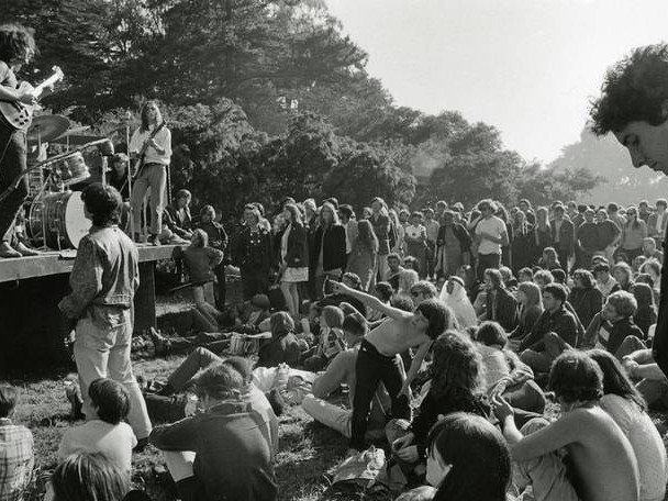 Photographs of Hippie Culture in San Francisco by Elaine Mayes