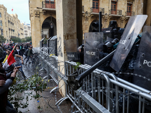 Crise au Liban: la violence monte d'un cran, près de 400 blessés à Beyrouth