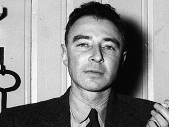 L'histoire de Robert Oppenheimer, considéré comme le père de la bombe atomique