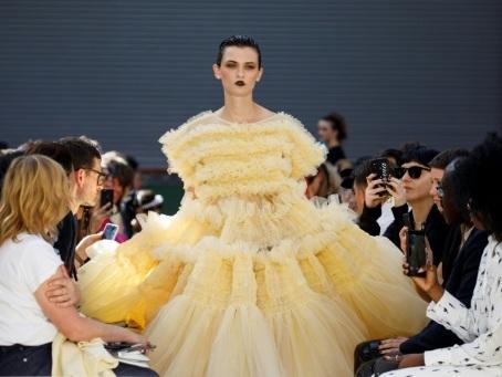 Robes fluides chez Beckham ou volumineuses chez Goddard : le week-end de la fashion week de Londres