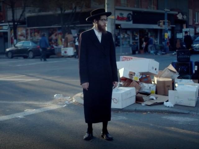 """""""One of us"""" sur Netflix, le récit dramatique de ceux qui veulent quitter la communauté juive ultra orthodoxe"""