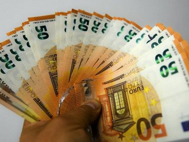 Une jeune femme perd 700 €, un retraité les trouve par terre et va les rendre au commissariat