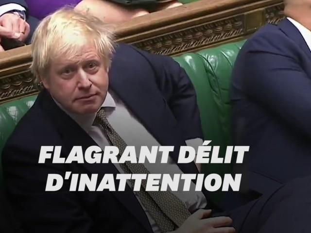 Boris Johnson n'aurait pas dû jouer avec son portable à ce moment là