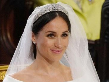 Chignon et tiare, la coiffure sobre mais chic de Meghan Markle pour son mariage