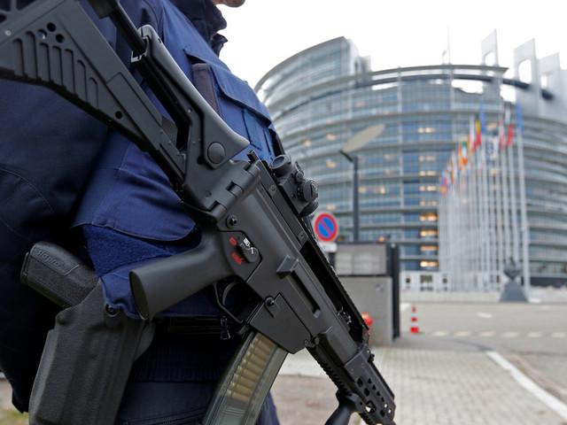 """Pourquoi je soutiens totalement le projet de """"task force"""" antiterroriste d'Emmanuel Macron"""