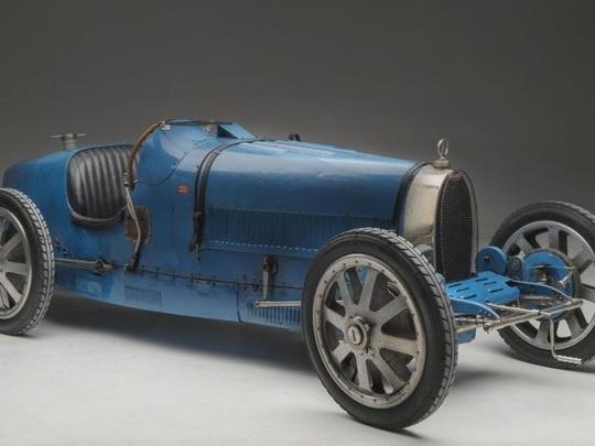 """Rétromobile 2020 : les """"trois vies"""" de Bugatti"""