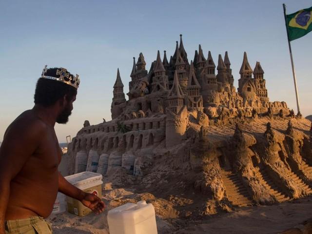 L'incroyable histoire de Marcio, qui vit dans un château de sable à Rio de Janeiro depuis 22 ans (Photos+vidéo)