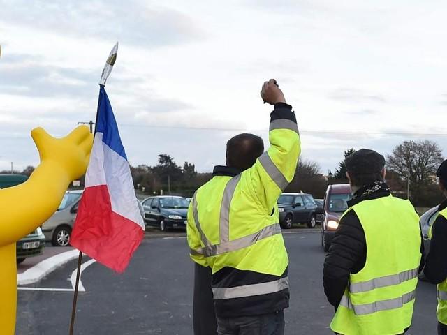 Grande victoire pour les Gilets jaunes en France: la hausse des taxes sur les carburants au 1er janvier est «annulée», annonce l'Elysée