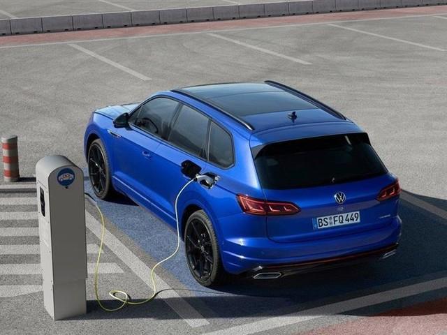 Touareg R eHybrid : un SUV hybride rechargeable survolté signé Volkswagen