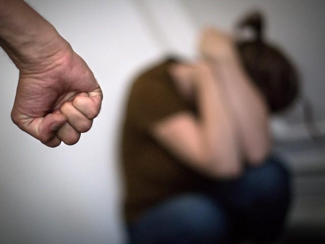 Violences conjugales: un bouton d'alerte Bluetooth testé dans l'Yonne