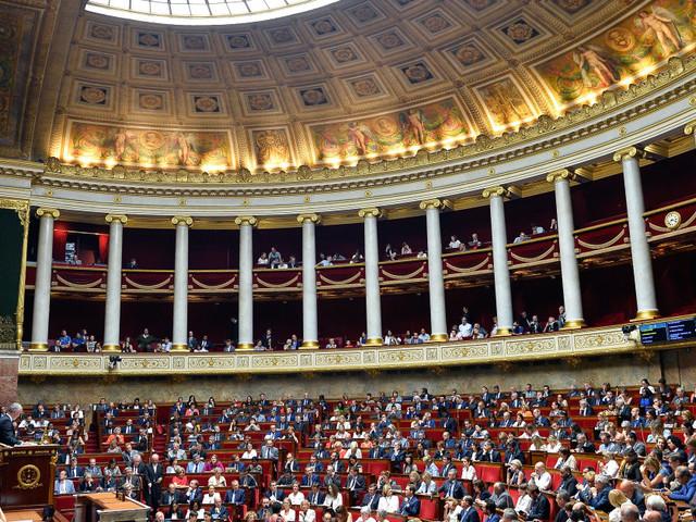 Le premier budget Macron débattu à l'Assemblée, l'ISF au centre des polémiques