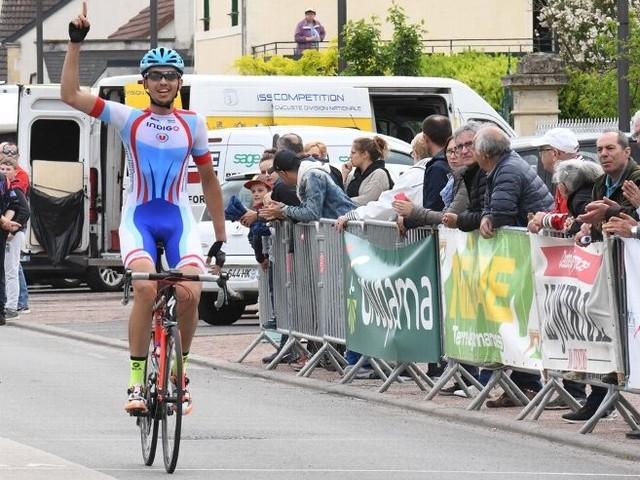 Rémi Benarfa (CG Orléans Loiret) a remporté, ce jeudi, le Grand Prix de la Municipalité de Fourchambault (Nièvre), organisé par le VSNM. Après 77 kilomètres de course, il a devancé Corentin Ville Issoire (Cyclisme Compétition) et Gaël Dureuil (AC Bisontine). - (Jacky BALLAND -Michel AUDEBERT - Vélo Sport Nivernais Morvan - Paul LEGER - Le Journal du Centre)