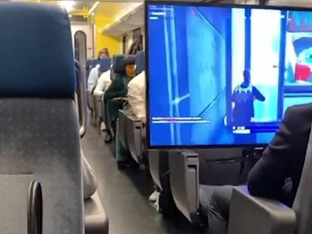 Suisse : un ado installe un écran plat dans le train pour jouer à Fortnite