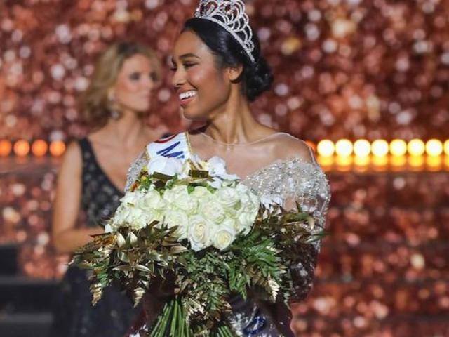 Miss France 2020 : voici le cadeau de Vaimalama Chaves, que Clémence Botino a découvert dans l'appartement des Miss !