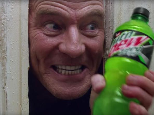 [Zone 42] Bryan Cranston parodie la scène culte de Shining pour une pub du Super Bowl
