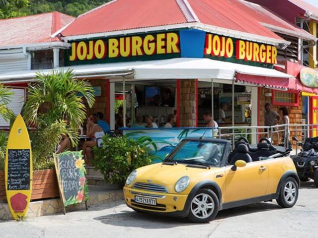 "Johnny Hallyday sera enterré en face d'un restaurant : le ""Jojo burger"""
