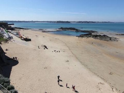 Déconfinement en Ille-et-Vilaine: 120 PV dressés sur les plages, la préfecture salue «le respect» de la population