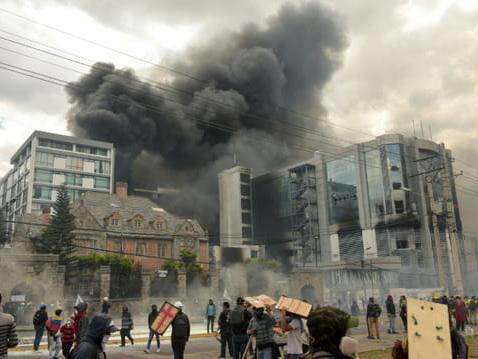 Equateur: les indigènes acceptent le dialogue, couvre-feu à Quito
