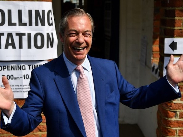 Résultats européennes : en Grande-Bretagne, un bipartisme chasse l'autre et Farage triomphe