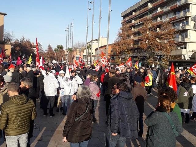 Réforme des retraites : manifestations, grèves dans les transports, suivez notre direct