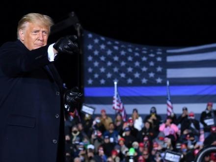 Donald Trump, dernière ligne droite au pas de charge