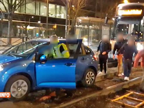 Etterbeek: un conducteur tourne... et finit coincé sur les rails du tram (vidéo)