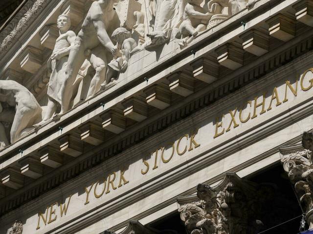 Wall Street hésitante après des records