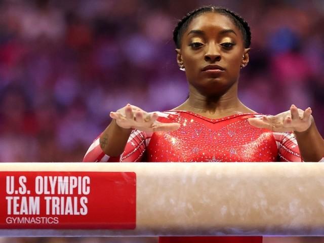 Quelques semaines avant les JO, la gymnaste Simone Biles offre une performance spectaculaire