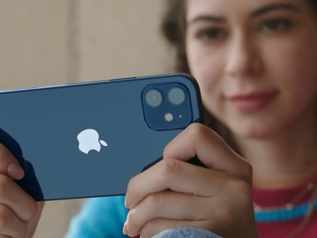 iPhone 12 : prise en main et explication du retrait du chargeur