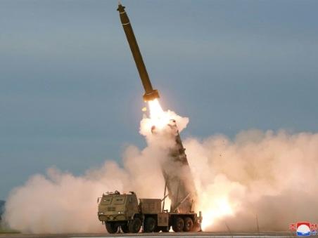 """La Corée du Nord annonce que Kim a supervisé le test d'un """"lance-missiles multiple"""""""