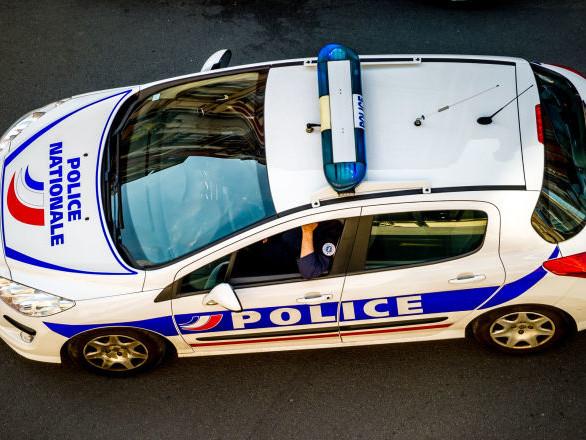 Ardèche: fuyant la police, un conducteur provoque un accident et finit sur le toit