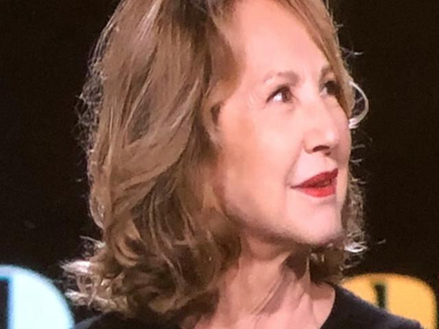 Alain Delon bien seul à Douchy – petit clin d'oeil de Nathalie Baye, sa complice