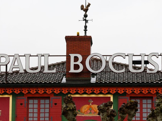 Le Guide Michelin divise les critiques culinaires en rétrogradant Bocuse