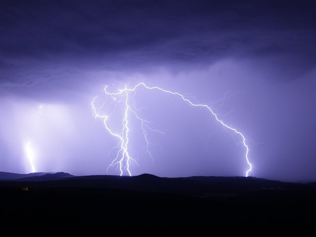 Six touristes tués dans une tornade et de violents orages en Grèce