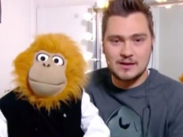 """Jeff Panacloc blague sur """"la chanteuse qui sert à rien"""" Hélène Ségara devant un Eric Antoine gêné (VIDEO)"""