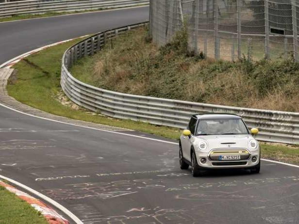 Mini Cooper SE (2019): le Nürburgring sans freiner
