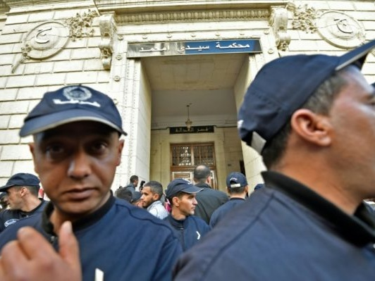 Algérie: le premier procès pour corruption d'ex-dirigeants et patrons ajourné