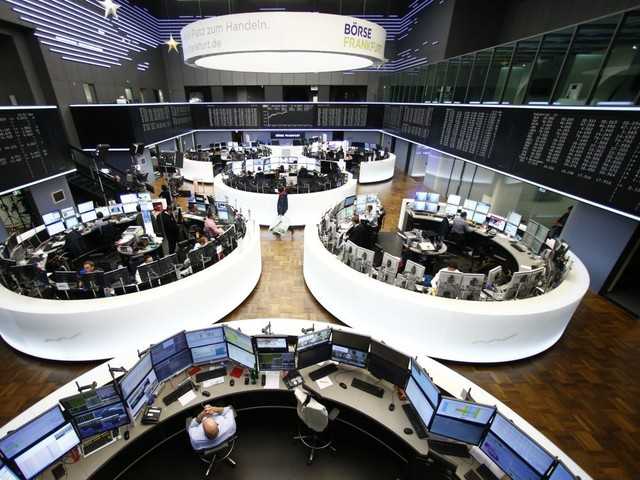 L'Europe finit sur de faibles écarts, records à Wall Street
