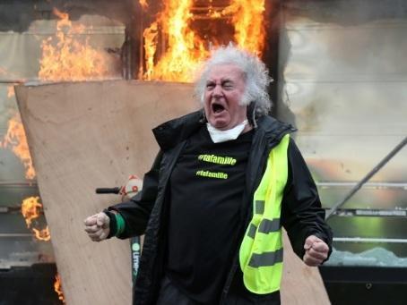 """""""Gilets jaunes"""": l'exécutif à l'heure des comptes après un week-end calamiteux"""