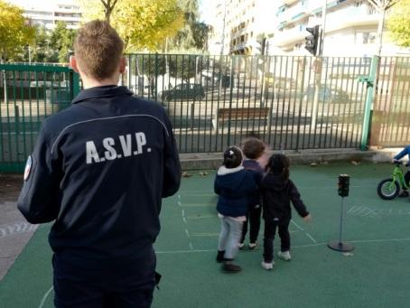 A Nice, une nouvelle mission pour la police municipale: agent d'école