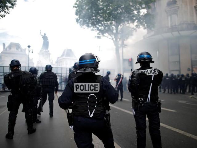 "Attaque du commissariat de Champigny: la ""haine antiflic"" en question (2/2)"