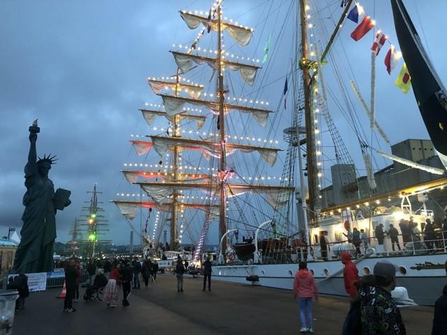 Un petit air d'Armada pour le corso fleuri des fêtes de la Pentecôte près de Rouen