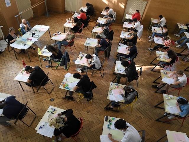 """Organisation """"déplorable"""", """"risque d'accident industriel"""" : les nouvelles épreuves du bac menacées par une grève des enseignants"""