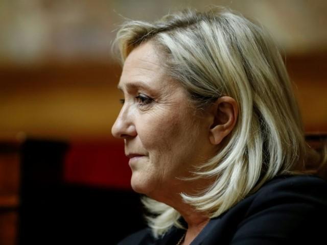 """La marche contre l'islamophobie, """"main dans la main avec les islamistes"""", selon Marine Le Pen"""