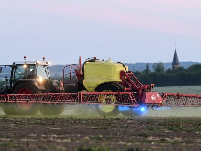 Pour les pesticides, les distances d'épandage fixées à 5 et 10 mètres