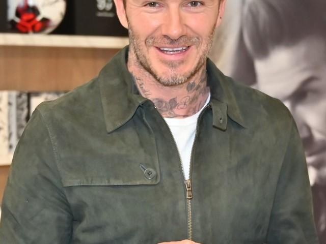 David Beckham à Paris : beau gosse acclamé pour laisser son empreinte