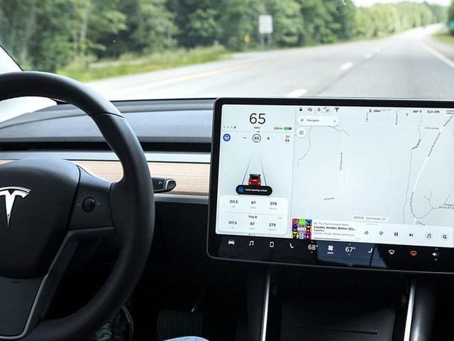 Tesla Autopilot : l'Europe veut réduire le bridage de la conduite autonome